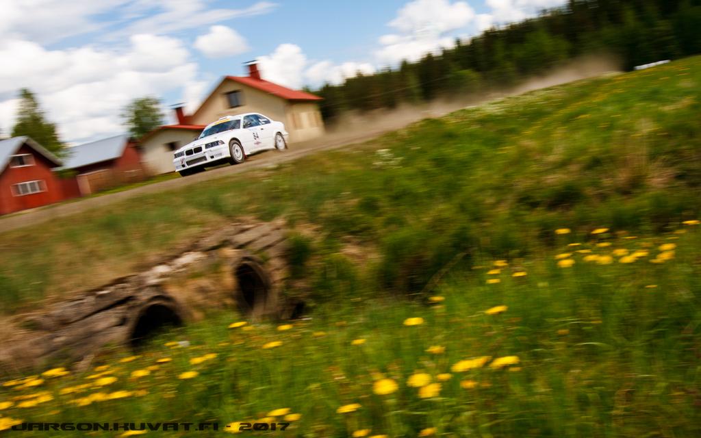 IMAGE: https://jargon.kuvat.fi/kuvat/Moottoriurheilu/Toivakka-ralli%202017/IMG_0493.JPG?img=full